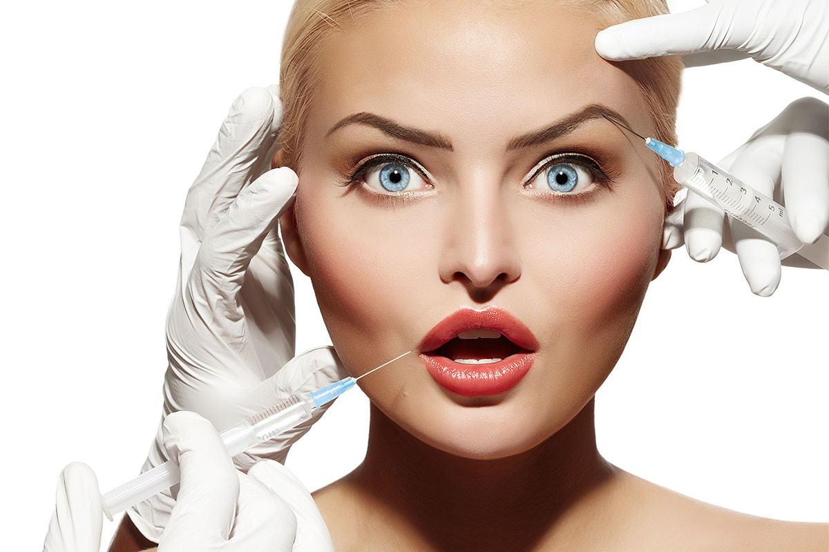 how to become a plastic surgeon uk